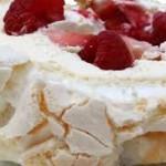 meringuetaart met slagroom en rode vruchtjes: een Franse klassieker