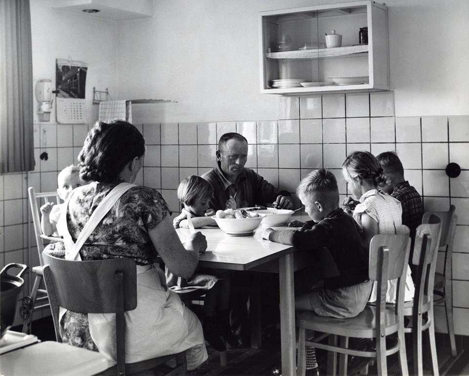 Etend in de keuken in de goede jaren vijftig