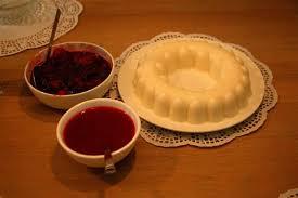 pudding met aardbeiensaus