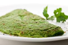 groene omelet met spinazie en boerenwormkruid blad