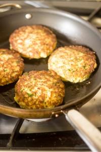 Bloemkoolburgers in de pan
