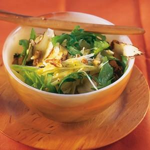 salade met aardpeer, veldsla en noten