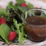 rode slasaus voor een gemengde salade