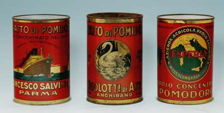 oude blikjes tomatenpuree