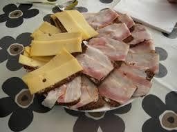 roggebrood met kaas en spek