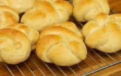 gevlochten broodjes