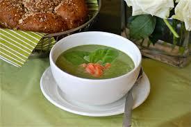 broccolisoep met daslook en piment